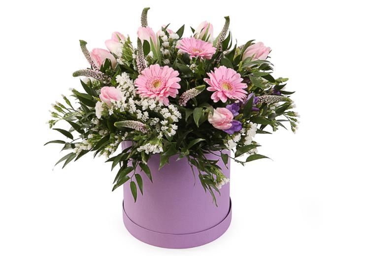 Цветы в коробке по СПб недорого.