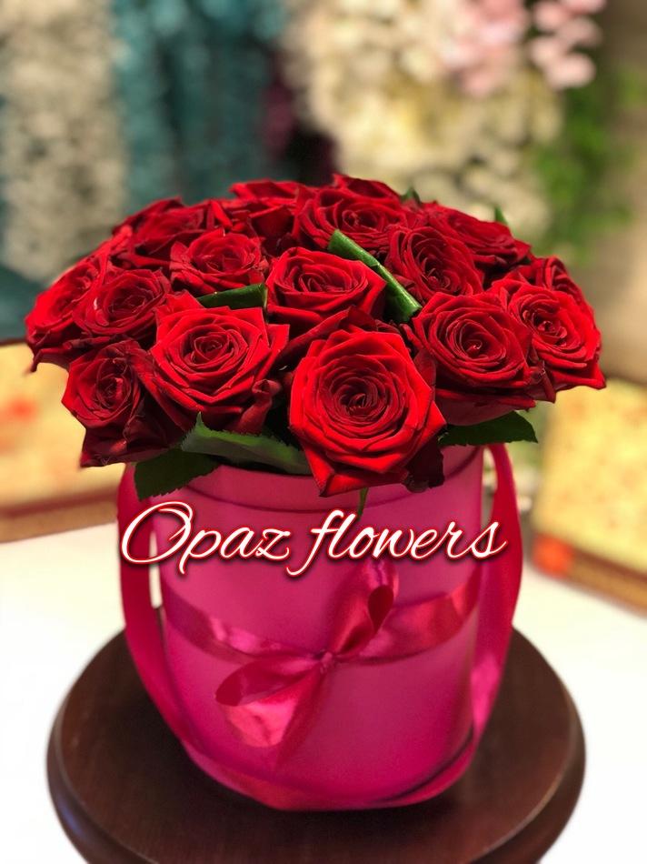 Шляпная коробка ярко розовая 25 роз