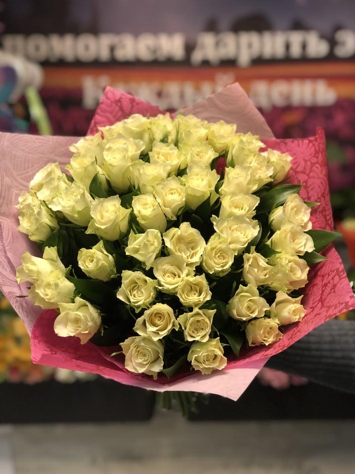 51 белая роза Кения 40см