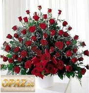 № A-1109 В основу корзины входит 101 роза.