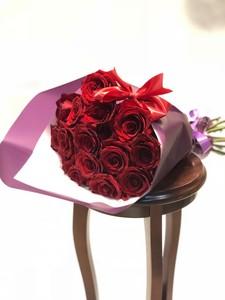 15 роз Эквадор красная роза крупный бутон 50 см в оформлении