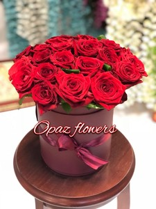 Шляпная коробка темнокрасная 25 роз