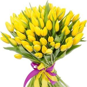 Букет желтых тюльпанов 55 шт. в оформлении лента