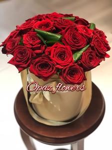 Шляпная коробка золотая 25 роз