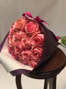 15 роз Эквадор розовая роза крупный бутон 50 см в оформлении