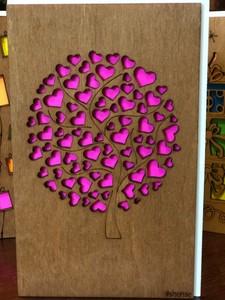 Деревянная открытка Дерево из сердец