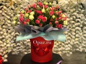 Шляпная коробка красная 25 кустовых роз
