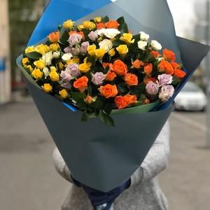 Букет кустовая роза микс 15шт в оформлении № ВС 009