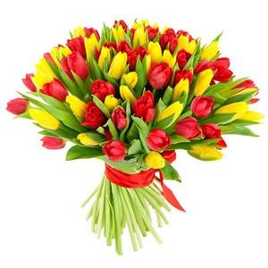 Букет тюльпанов 65 шт. микс в оформлении лента