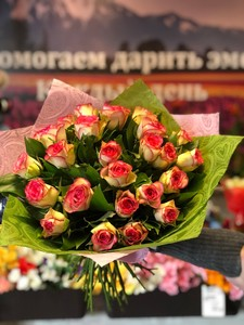 Роза Кения биколор поштучно