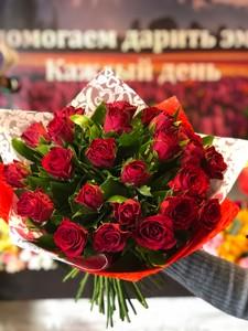 25 красных роз Кения 40см
