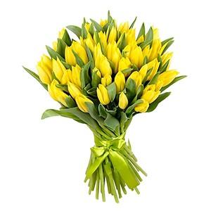 Букет желтых тюльпанов 37 шт. в оформлении лента
