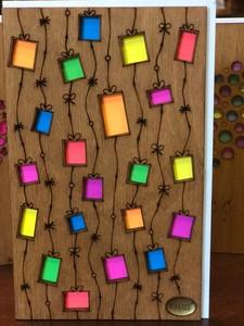 Деревянная открытка Гирлянда из подарков