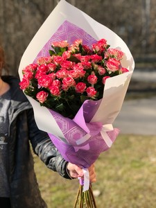 Роза кустовая в оформлении 9шт № Р-001