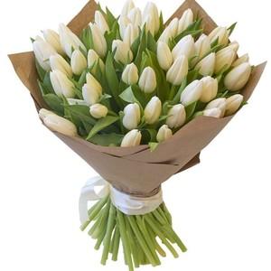 Букет белых тюльпанов 51 шт. в упаковке