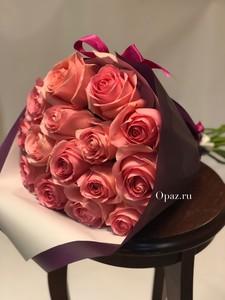 Букет из 15 розовых роз в упаковке