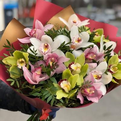 Букет 15 орхидей в оформлении № АН-015