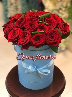 Шляпная коробка голубая 25 роз